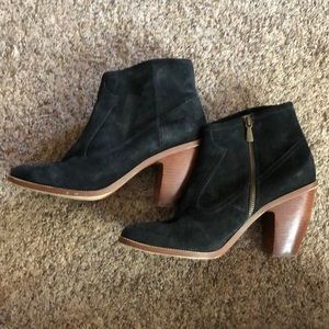 Hinge  sz 10 brushed suede leather ankle booties